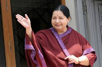 Jayalalithaa waves to supporters_1_l20121025111151_l