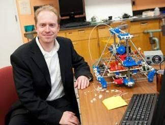 Joshua-Pearce-with-3D-printer20140306174023_l