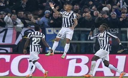 Juventus, Napoli begin Serie A with easy wins