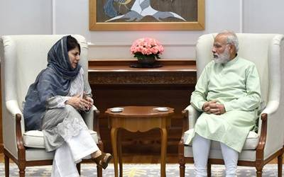 Mehbooba with Modi20170815173437_l