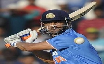 Dhoni pays visit to Kolkata Police Training School for shooting session